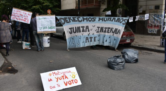 La Plata: Protesta de trabajadores de DDHH de provincia