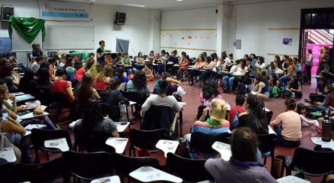 La Plata: Asamblea de Mujeres por el aborto legal