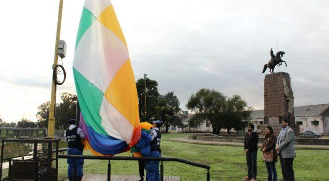 Las wiphalas flamearon y visibilizaron en Olavarría y Azul
