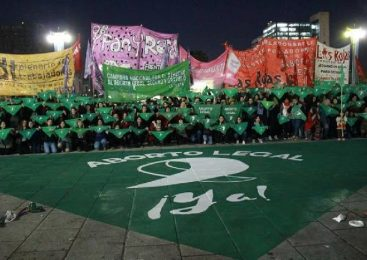 Pañuelazo en Plaza Moreno a favor del aborto legal