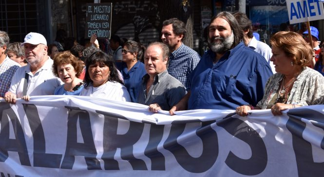 Tras orden judicial, Vidal se reúne con docentes