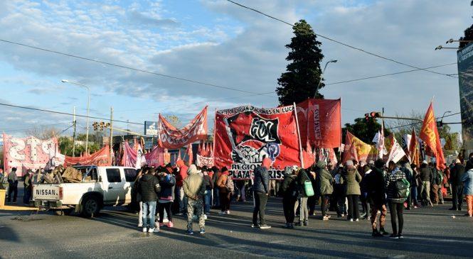 25J La Plata: corte en Autopista y acto en 7 y 50