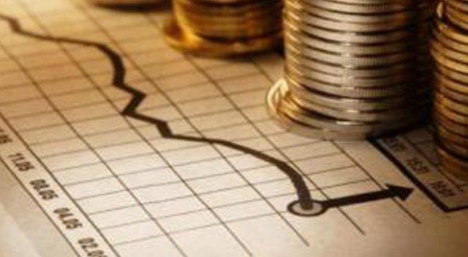 Menos obras y más pagos por deuda