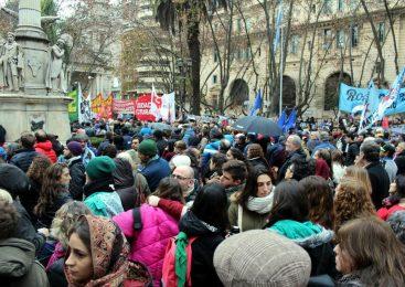Acto en Rosario contra el decreto presidencial