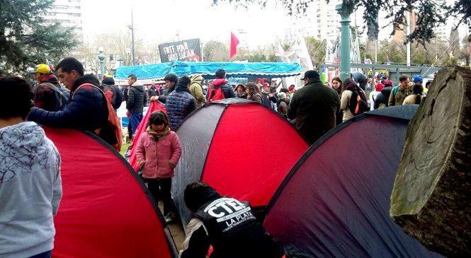 Cooperativistas acampan frente a la municipalidad de La Plata