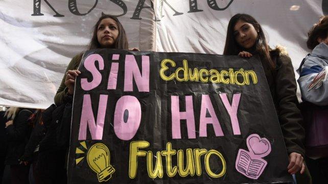 Rosario: Una multitud en defensa de la universidad pública
