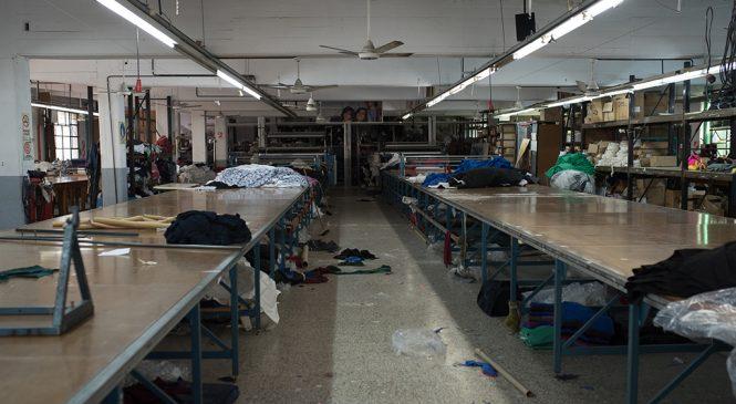 Una empresa textil recuperada, contra las cuerdas