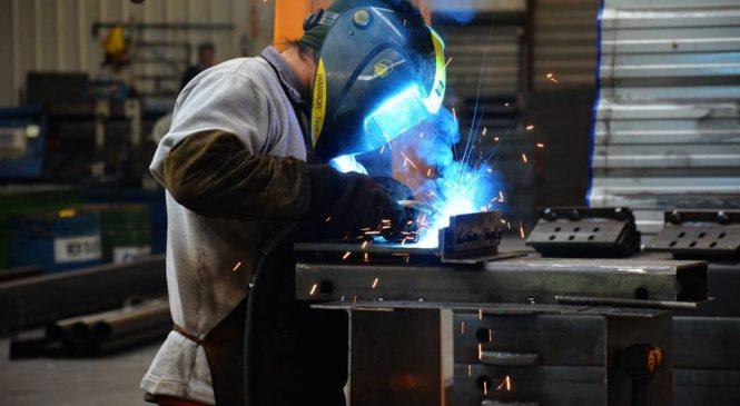 La industria se derrumbó 8,1% en junio