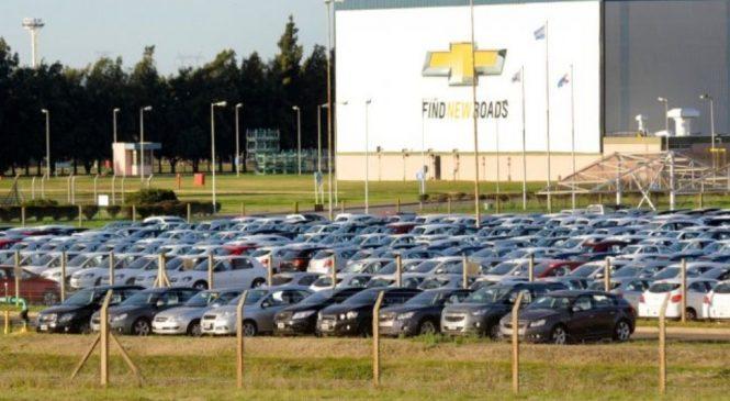 Por la caída en las ventas, General Motors suspende operarios