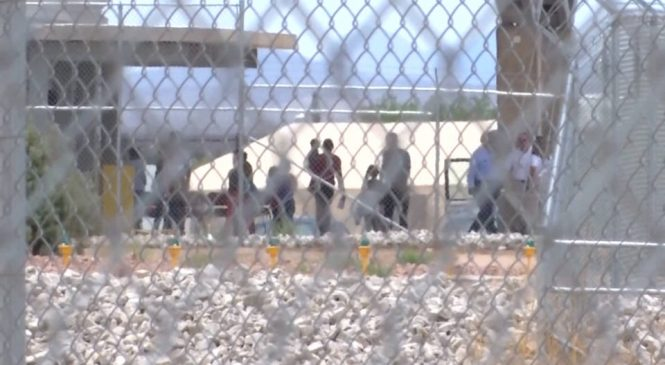 Gobierno de Trump admite que aún no ha reunido a 559 menores inmigrantes separados de sus padres