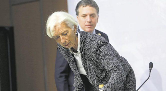 A menos de dos meses de la firma, el Gobierno deberá cambiar el acuerdo con el FMI