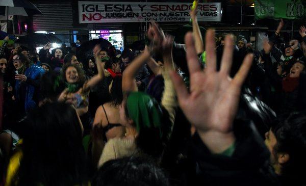 """#8A: """"38 votos no acallan más de 2 millones de voces en las calles"""""""