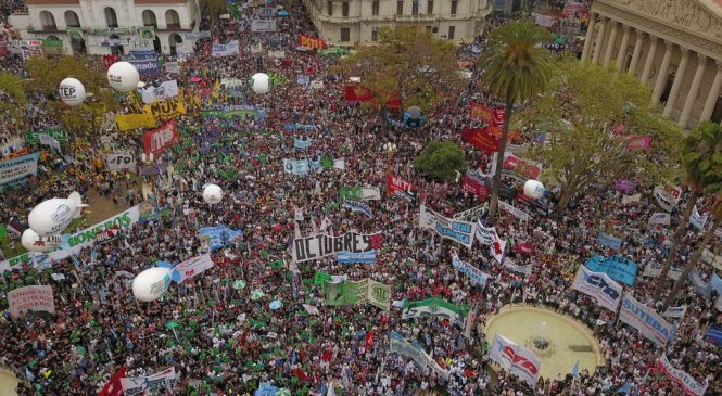 24S: Multitudinario acto sindical en Plaza de Mayo