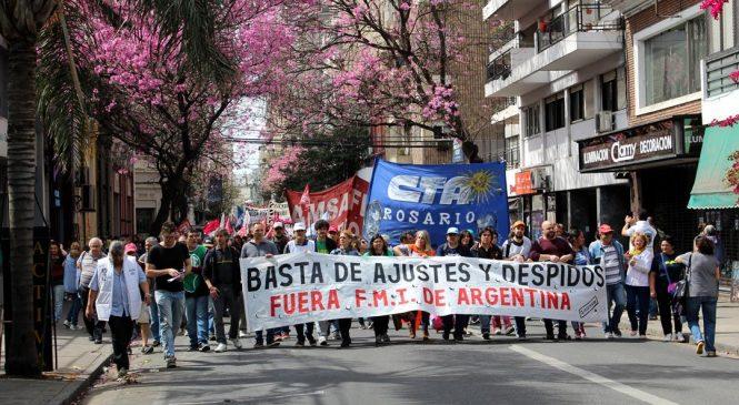 La huelga inició con masiva marcha en Rosario