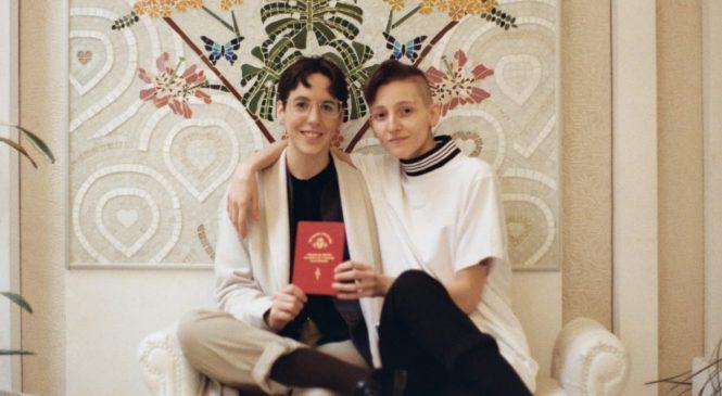 Docente denuncia que perdió el trabajo en un colegio por ser lesbiana