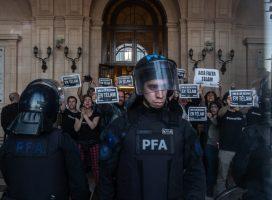 Tras el estreno de la Télam trucha, trabajadores de la agencia ocuparon la sede del Sistema Federal de Medios
