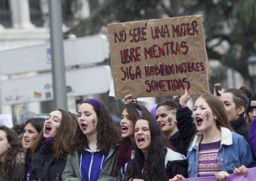 Clase obrera se escribe en femenino y plural