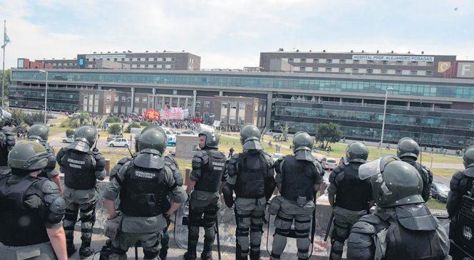 Despiden a 80 médicos en un militarizado Hospital Posadas