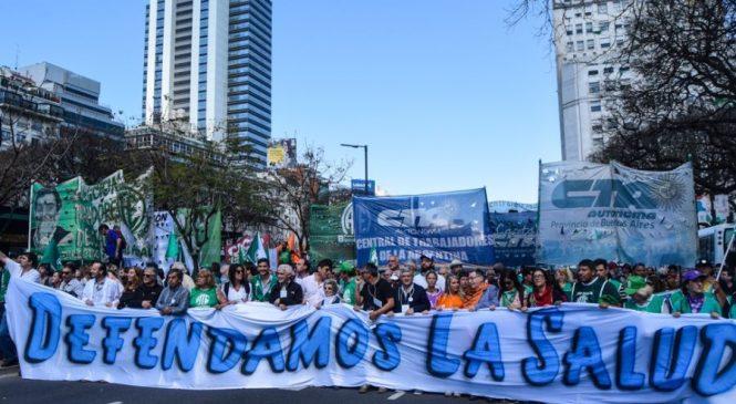 Masiva marcha a Plaza de Mayo en defensa de la Salud Pública