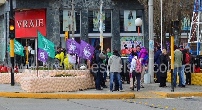 En Tierra del Fuego hubo concentración y volanteada contra el presupuesto 2019