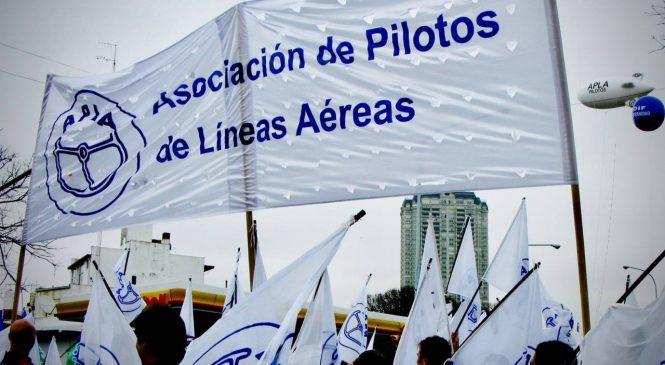 Gremios aeronáuticos se reunieron con Sica previo a un conflicto en Aerolíneas