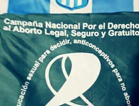 Avellaneda: Policía prohibió ingresar a Racing a una mujer con el pañuelo verde