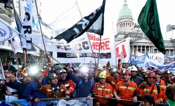 ODS: continúa la caída del salario real entre los trabajadores registrados