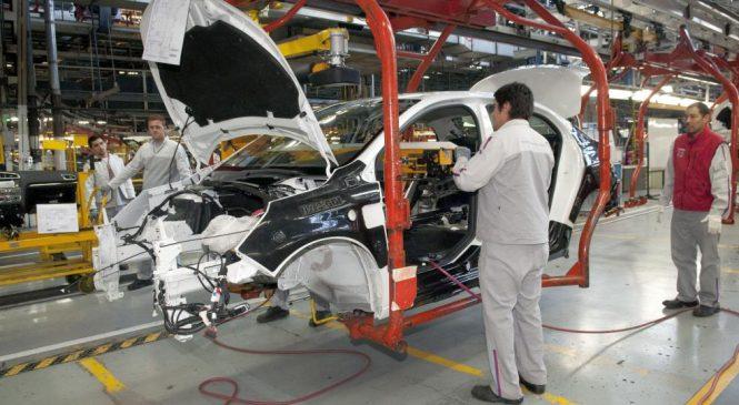 Con miles de suspendidos, la producción automotriz sigue en caída libre