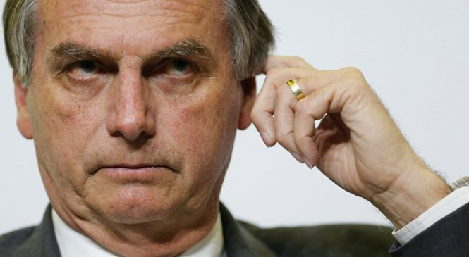 Bolsonaro lanza una ofensiva sobre movimientos sociales y docentes en Brasil