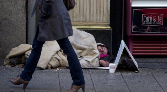 Aporofobia: El neoliberalismo enseña a odiar a sus víctimas