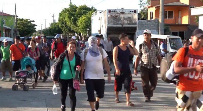 Múltiples caravanas se dirigen a Estados Unidos mientras aumentan las preocupaciones por la crisis humanitaria