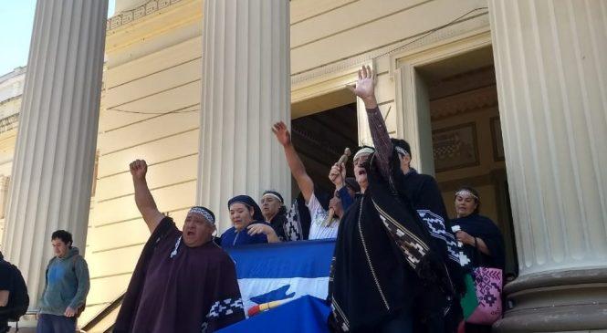 Restituyeron los restos de Sam Slick, el hijo de un cacique cuyo cuerpo fue profanado por el perito Moreno