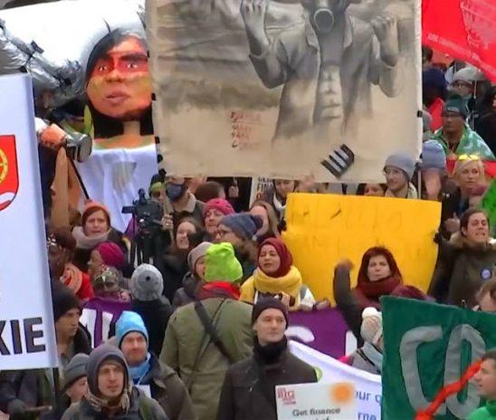 Manifestantes toman las calles mientras comienza la segunda semana de la COP24
