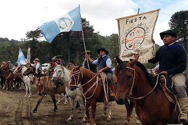Neuquén: Artesanías mapuches en una fiesta de la Comunidad Puel
