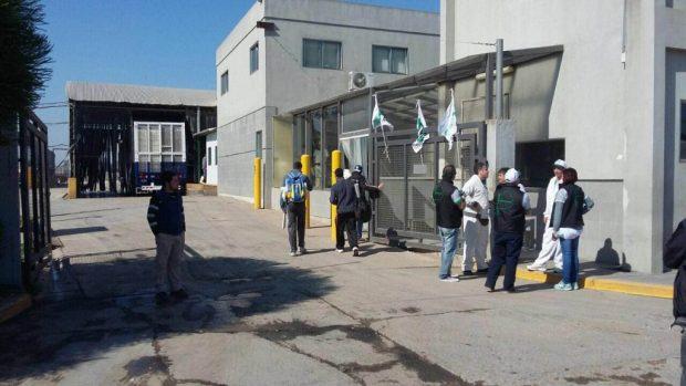 La avícola Absolón despidió 30 empleados y se profundiza la crisis en Roque Pérez