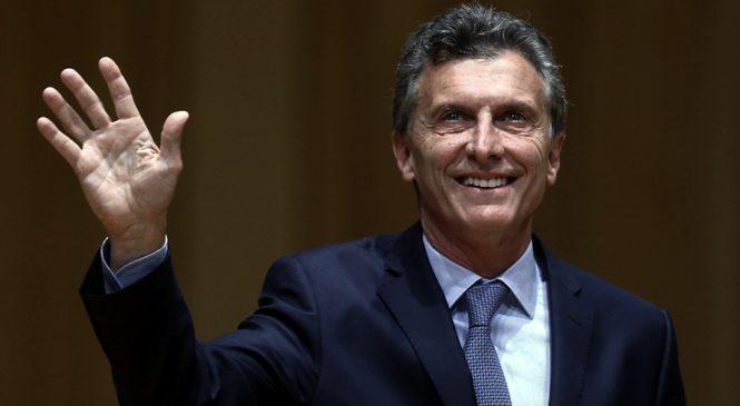 De vacaciones y antes de fin de año, Macri se aumentó el sueldo