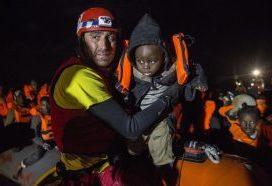 El Gobierno impide al Open Arms salir del puerto de Barcelona para rescatar a migrantes
