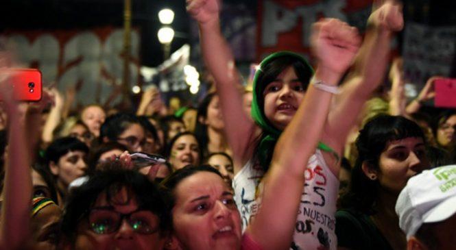 Niñas madres: Apología del delito del diario La Nación