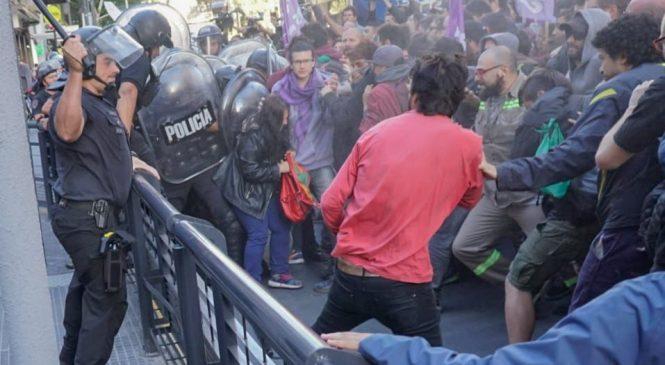 La Policía de la Ciudad reprimió a trabajadores de Coca Cola
