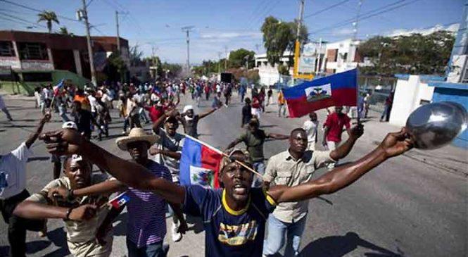 """""""Debemos vivir como personas"""": crónica desde un Haití al rojo vivo"""