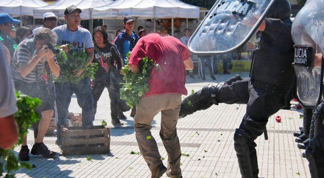 Palos, gases y patadas contra el Verdurazo
