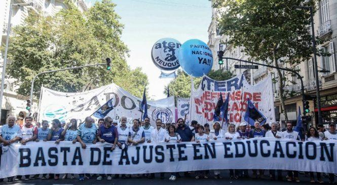 Amplia movilización en defensa de la educación pública