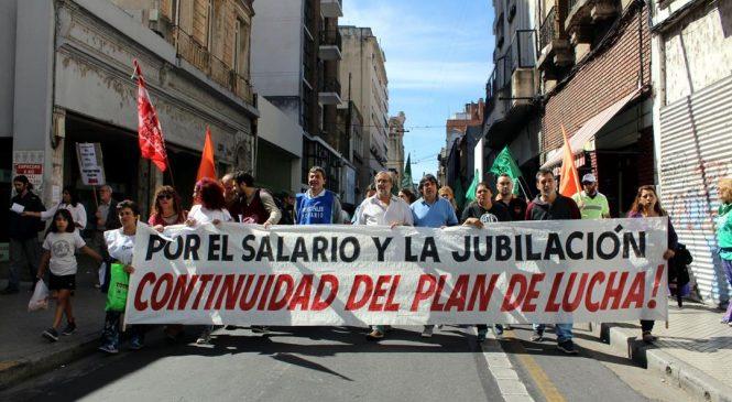 Estatales y docentes denuncian operación gubernamental para atacar la huelga