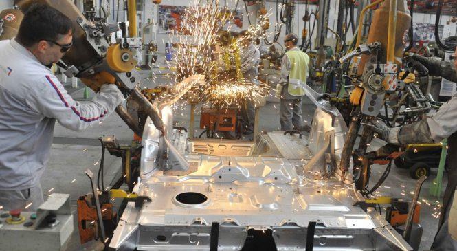 Peugeot suspende por dos meses a todo su personal de la planta de El Palomar