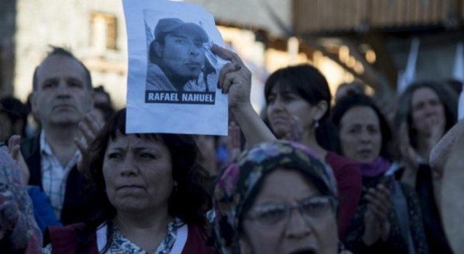 """Buenos Aires: Presentaron el libro """"Silenciar la muerte"""" sobre el caso Rafael Nahuel"""