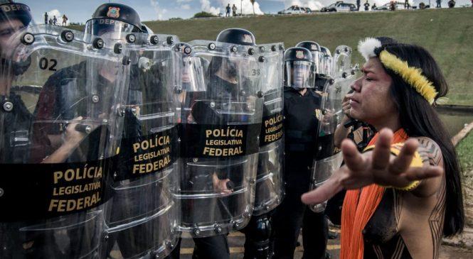 Jair Bolsonaro militariza las calles ante movilización indígena