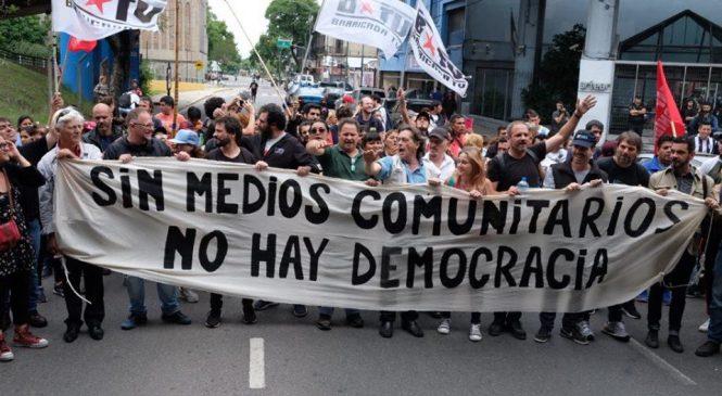 A pedir de Clarín: persecución judicial contra los canales alternativos BTV y PAREStv