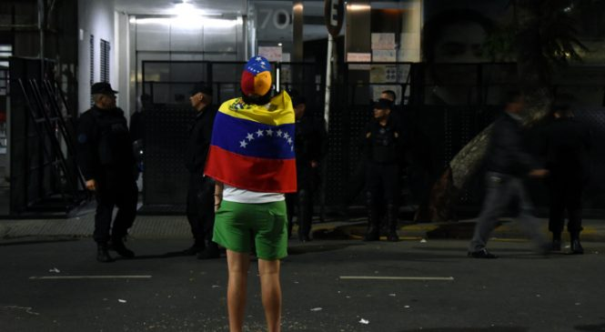 Escuálidos Venezolanos frente a la Embajada en Buenos Aires