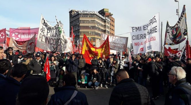 """""""La huelga es un éxito y el país está paralizado gracias a los trabajadores y trabajadoras argentinas"""""""