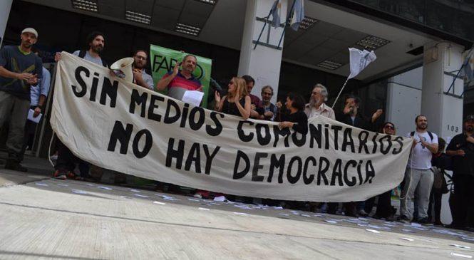 """""""Debilitar radios y canales comunitarios es debilitar nuestro derecho a la comunicación"""""""